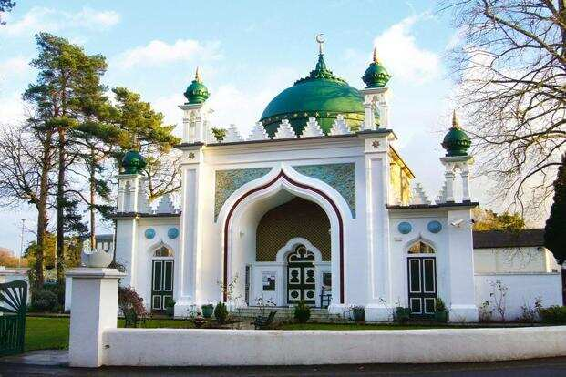 The Shah Jahan Mosque in Woking, where the Muslim soldiers are buried. Photo: RHaworth/Wikimedia Commons